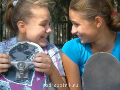 С подругой дико смеялись  - На скейте Даша Вика.jpg